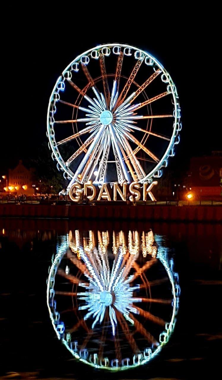 Gdaňsk - ruské kolo a jeho odraz ve vodě